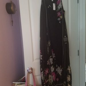 Summer Dress. Avenue. Black, pink and white floral
